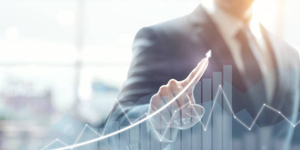 Entwicklungs- und Wachstumskonzept. Geschäftsmann planen Wachstum und Erhöhung der positiven Indikatoren in seinem Geschäft. – Foto