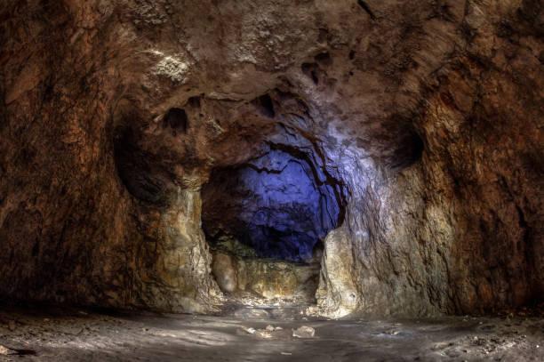Devetashka Höhle in der Nähe von Lovech, Bulgarien. Bildung, touristische Attraktion Cave – Foto