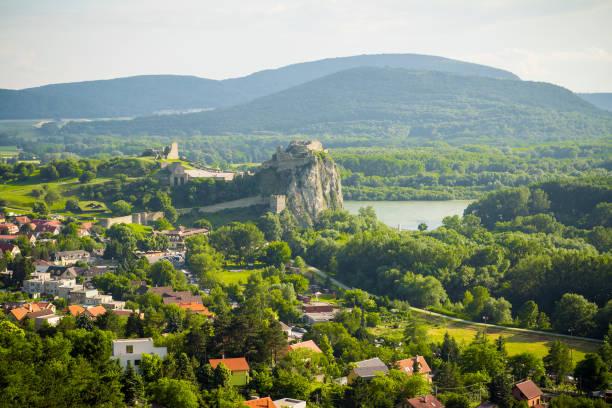 브라티슬라바 슬로바키아에 데 빈 성 - 슬로바키아 뉴스 사진 이미지