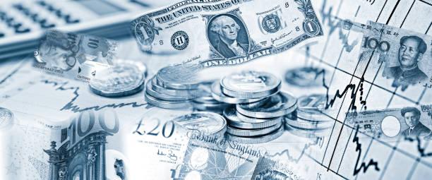 Devisenkurse verschiedener Währungen Devisenkurse verschiedener Währungen mit Geldscheinen und Taschenrechner monetary policy stock pictures, royalty-free photos & images
