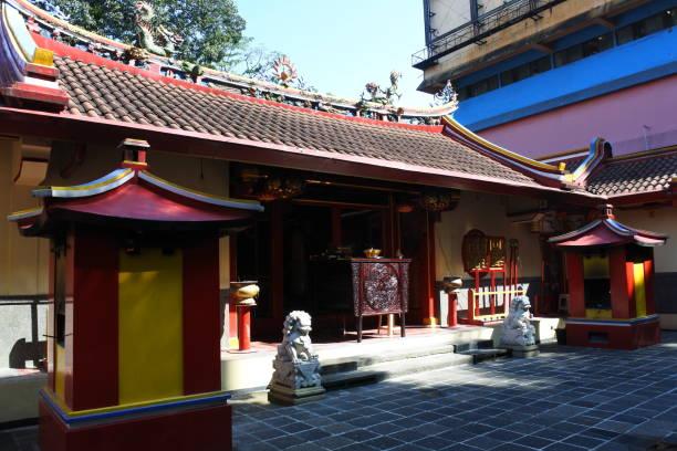 dhanagun temple in bogor - festival delle lanterne cinesi foto e immagini stock