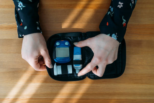 Diabetes doing blood glucose measurement Diabetes doing blood glucose measurement lancet arch stock pictures, royalty-free photos & images