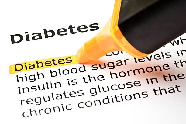diabetes hervorgehoben in orange - definition krankheit stock-fotos und bilder