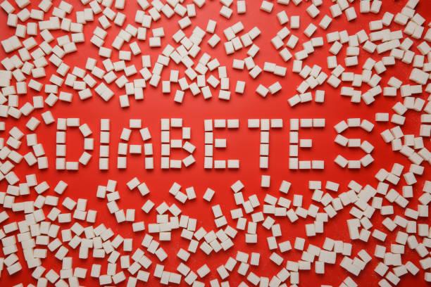 Diabetes Wort mit Rahmen aus Zuckerwürfeln auf rotem Hintergrund – Foto