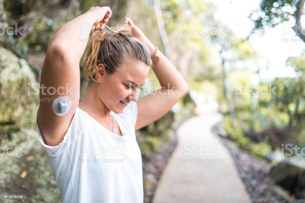 Diabetische Frau für einen Lauf vorbereiten – Foto