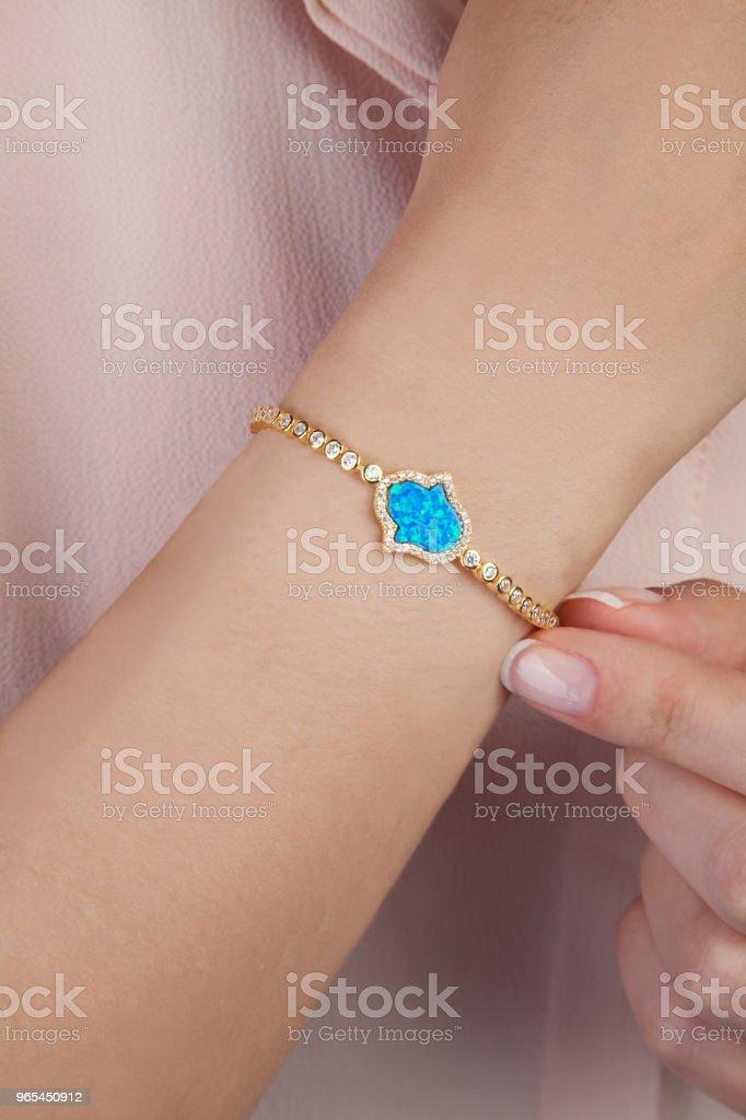 Diamant-Armband mit Opal Hamsa hand - Lizenzfrei Accessoires Stock-Foto