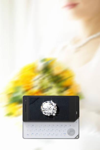 diamant-braut und mobilen bildschirm auf - hochzeitskleider online stock-fotos und bilder