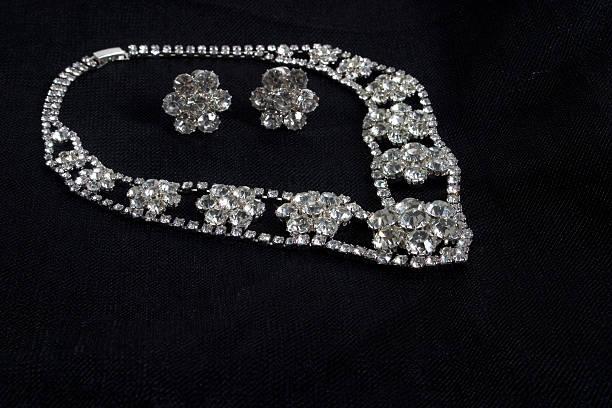 diamond-collier - halskette weißgold stock-fotos und bilder