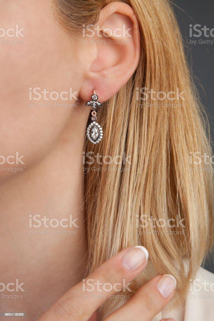 다이아몬드 귀걸이 보석 사진 - 로열티 프리 20-24세 스톡 사진