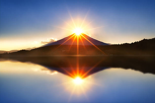 ダイヤモンド富士  - 朝日 ストックフォトと画像