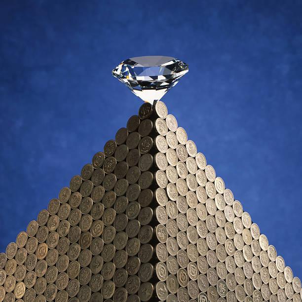 diamond auf münzen - pyramide sammlung stock-fotos und bilder