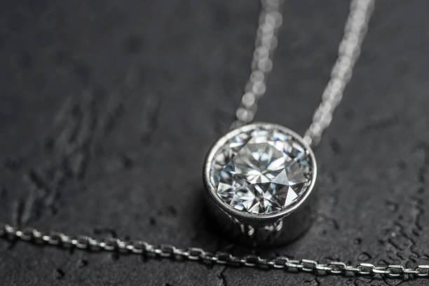 diamant-anhänger - halskette weißgold stock-fotos und bilder