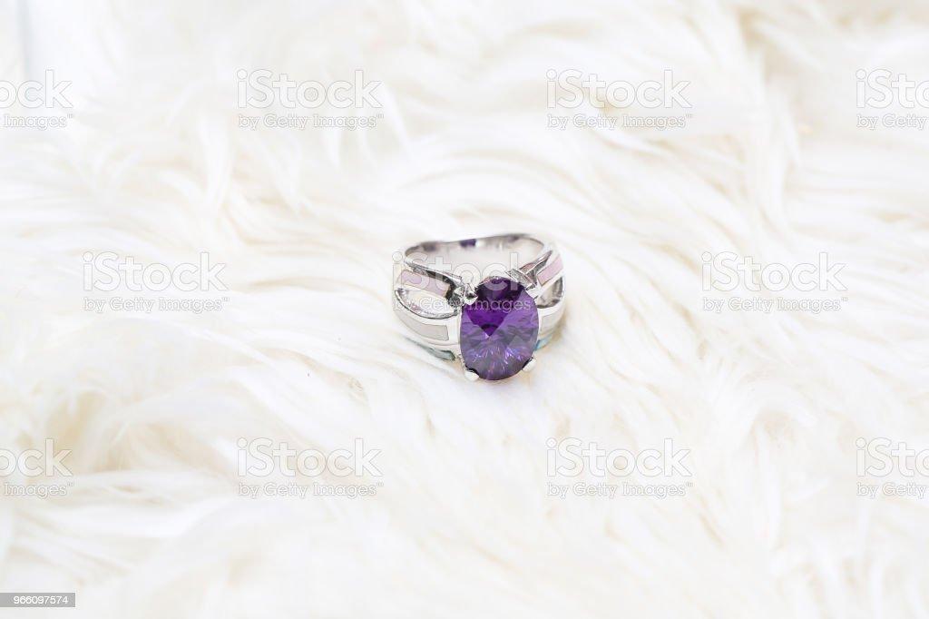 Diamond ring en paars edelsteen - Royalty-free Amethist Stockfoto