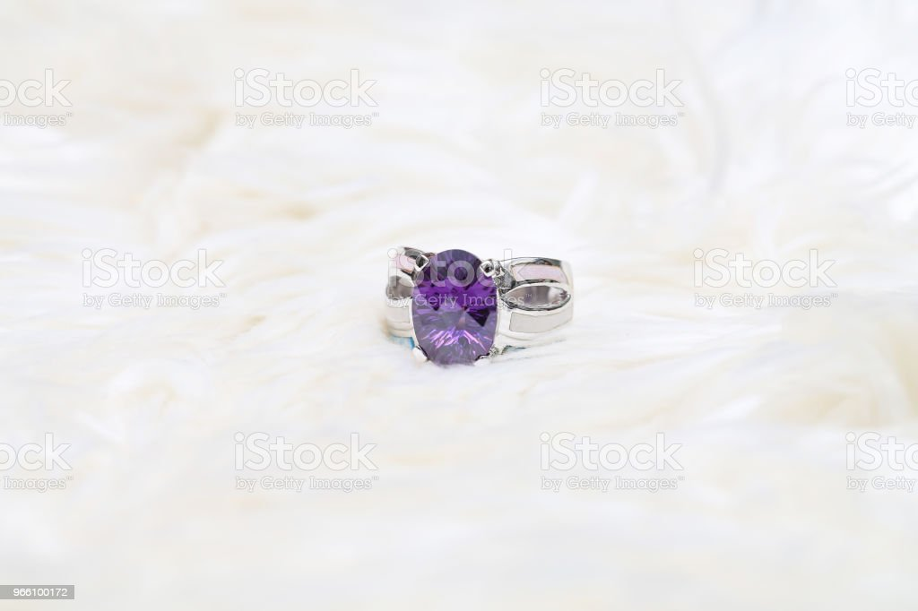 diamond ring and purple gemstone - Стоковые фото Аметист роялти-фри