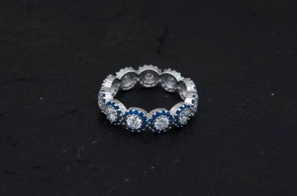 diamant-ring - halskette weißgold stock-fotos und bilder