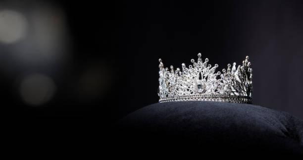 diamant argent couronne miss pageant beauty contest - diamant pierre précieuse photos et images de collection