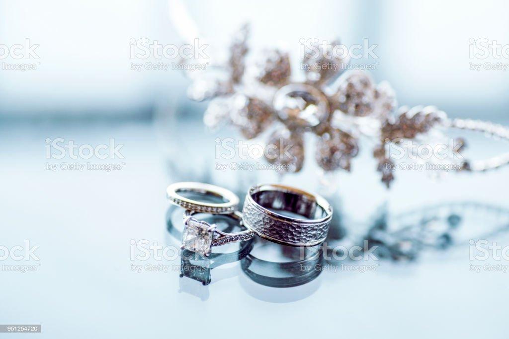 Diamant-Hochzeitsringe und tiara – Foto