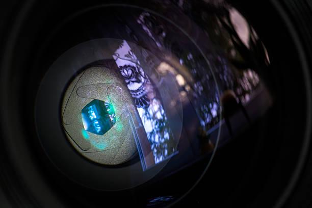 zwerchfell von einem kamera-objektiv blende. - scyther5 stock-fotos und bilder