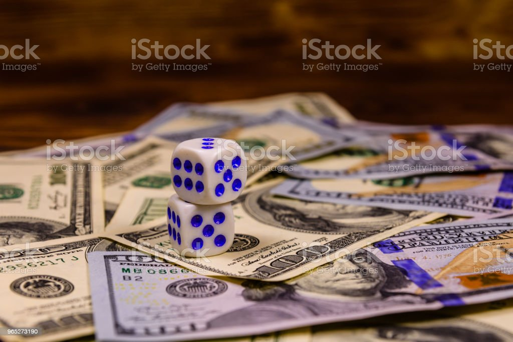 Dice on the one hundred dollar bills. Gamble concept zbiór zdjęć royalty-free