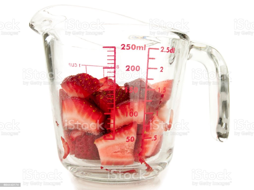 Diced strawberry inside a metric cup – Foto