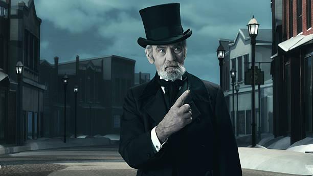 dickens scrooge mann in alten winter street ab. zeigt finger. - charles dickens weihnachtsgeschichte stock-fotos und bilder