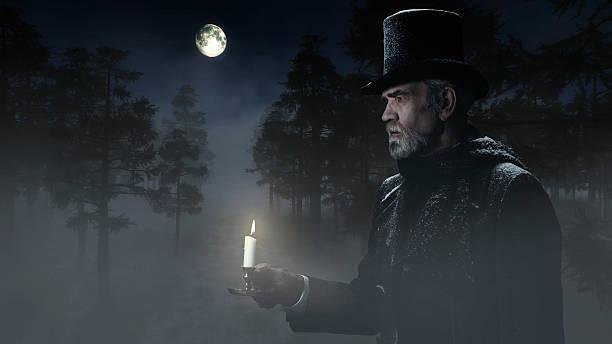 dickens scrooge mann mit candlestick zu fuß im winter forest - charles dickens weihnachtsgeschichte stock-fotos und bilder