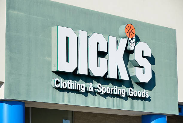 """Dick's Clothing & Sporting Goods Rochester Hills, Michigan, USA - January 10, 2012: The Dick's Clothing & Sporting Goods store in Rochester Hills,Michigan. Founded in 1948 by Richard """"Dick"""" Stacks, Dick's is a chain of over 450 stores offering sporting goods and sporting clothing. Dick stock pictures, royalty-free photos & images"""