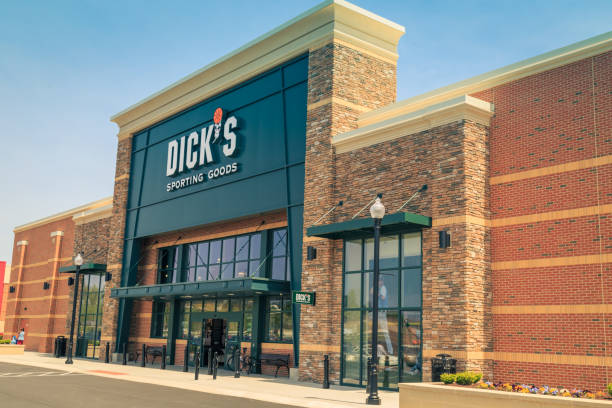 Dicks Lancaster, PA, USA - May 2, 2018: Exterior of Dicks Sporting Goods, a chain of retail stores in over 600 locations. Dick stock pictures, royalty-free photos & images