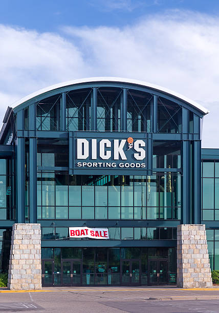 Dick's Sporting Goods Exterior Minneapolis, United States - May 30, 2016: Dick's Sporting Goods exterior. Dick's Sporting Goods, Inc. is a Fortune 500 American corporation in the sporting goods and retail industries. Dick stock pictures, royalty-free photos & images