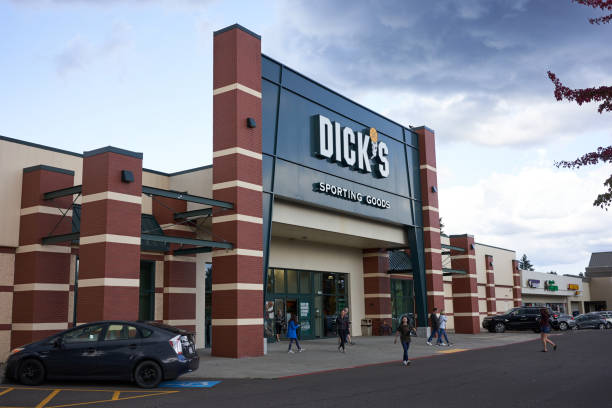 Dick's Sporting Goods Lake Oswego, Oregon, USA - Sep 28, 2019: Shoppers leaving a Dick's Sporting Goods store in Lake Oswego. Dick stock pictures, royalty-free photos & images