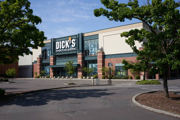 Dick's Sporting Goods Tigard, OR, USA - May 5, 2020: Closed Dick's Sporting Goods retail store in Tigard, Oregon, during the coronavirus crisis. Dick stock pictures, royalty-free photos & images