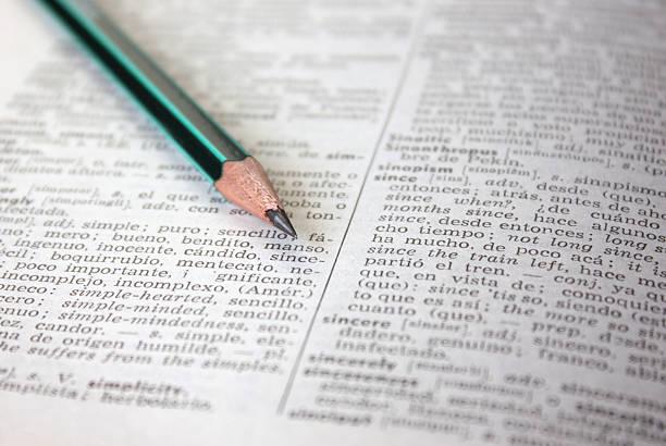 wörterbuch hintergrund mit bleistift - spanisch translator stock-fotos und bilder