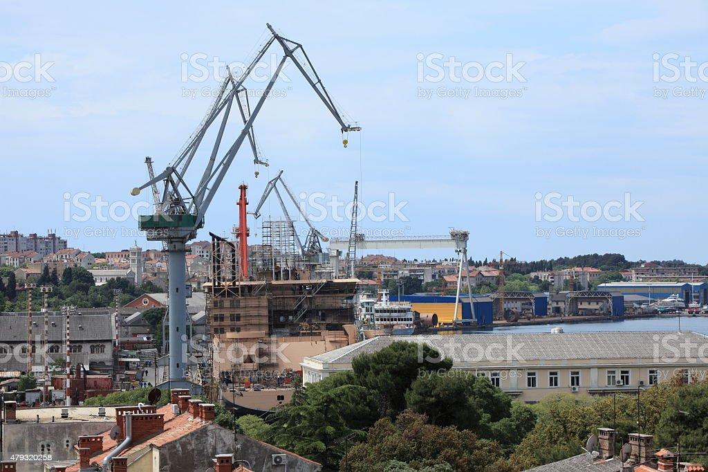 Die Hafenanlagen von Pula in Kroatien stock photo