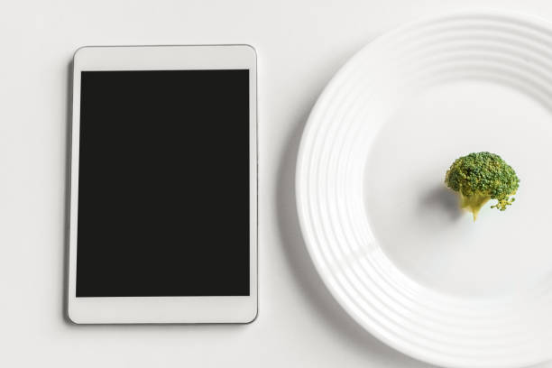 Diet appication digital table and broccoli isolated on kitchen table picture id1186604446?b=1&k=6&m=1186604446&s=612x612&w=0&h=abeqtmdcgtt1xmp72ywhyr48uqiqepzsjfbysxg49uo=