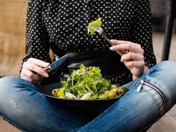 ausgewogene Ernährung essen Faser Gewicht Verlust Salat Kalorien – Foto
