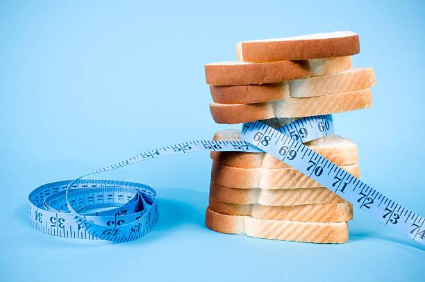 Dieta alimentos sobre azul - foto de stock