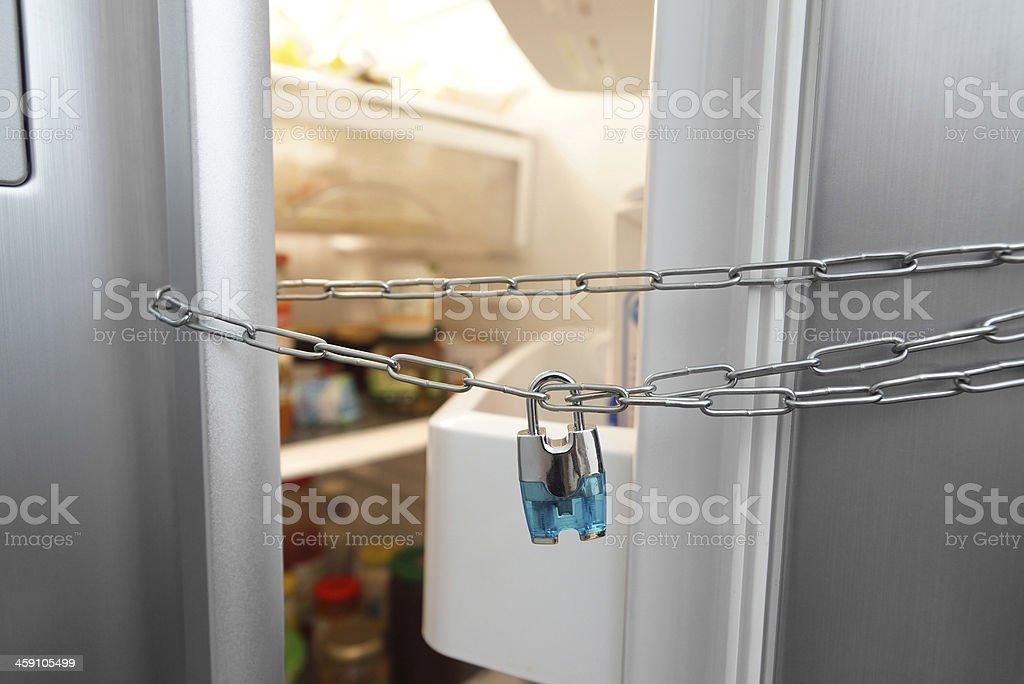Kühlschrank Schloss : Abnehmen konzept kühlschrank kette und schloss stock fotografie