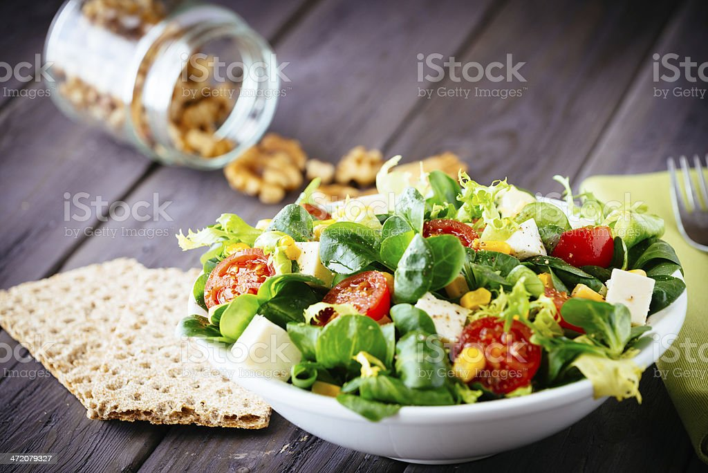 Abnehmen eine gesunde Salat und Cracker – Foto