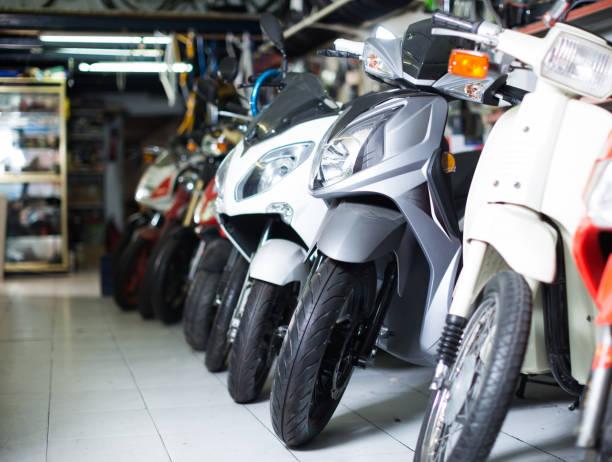 different assortment iron bikes selling in the market - ster fragment pojazdu zdjęcia i obrazy z banku zdjęć