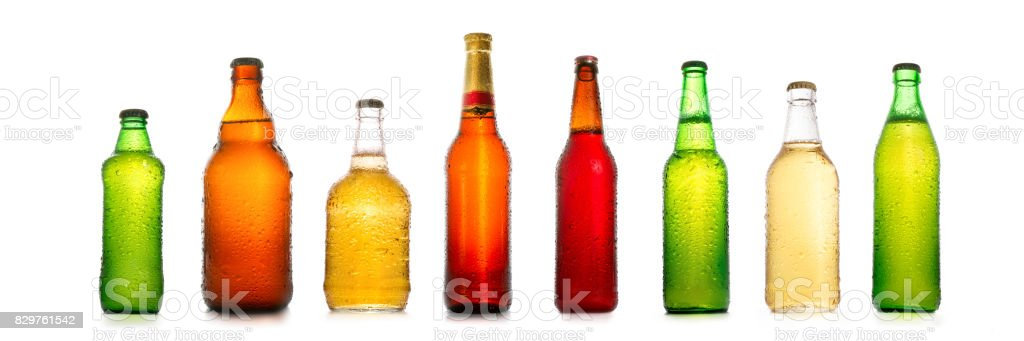 Different beer bottles with water drops collection - foto stock