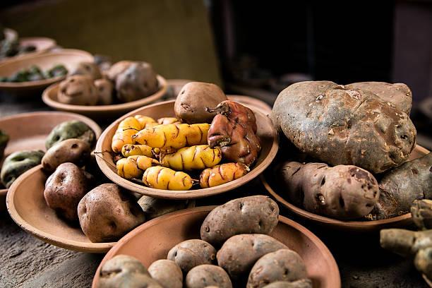 ペルーからの異なる色のポテト - インカ ストックフォトと画像