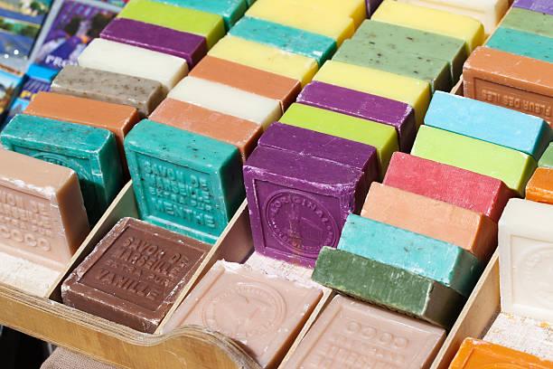 diversi aromatizzato barre di sapone - saponetta foto e immagini stock