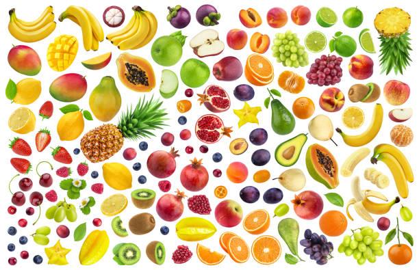 diferentes frutas y bayas aisladas sobre fondo blanco con trazado de recorte - fruta fotografías e imágenes de stock