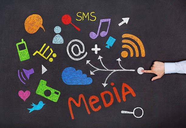 conceito de mídia social - desenhos de notas musicais - fotografias e filmes do acervo