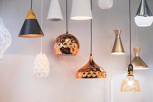 Different Modern Streamlined Mirror Copper Chandeliers Bubble Metal Copper Shade Pendant — стоковые фотографии и другие картинки Без людей