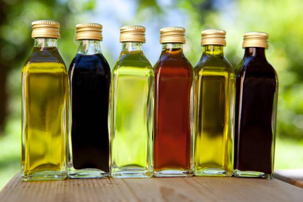 Diversi oli e vinegars - foto stock