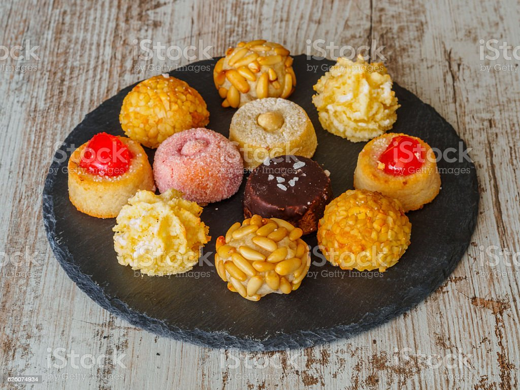 Different panellets, typical pastries of Catalonia, Spain - foto de stock
