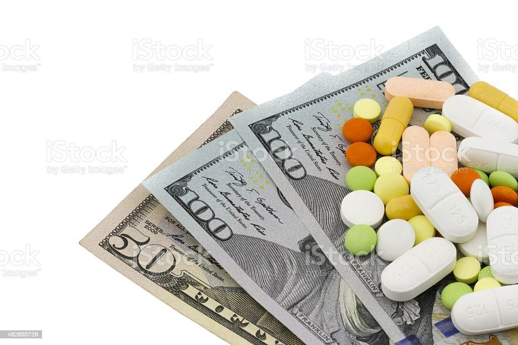 Verschiedene Pillen, Tabletten, Kapseln auf Banknoten Dollar – Foto