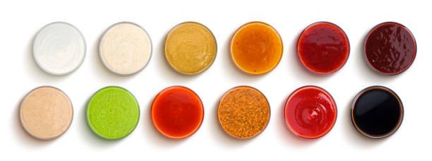 不同的醬汁被隔離在白色背景, 頂部視圖 - 調味醬 個照片及圖片檔