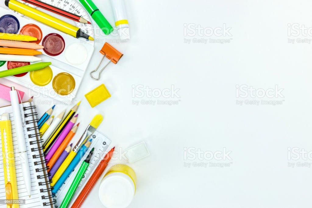 Andere Schule Versorgung Und Stationäre Gegenstände Auf Weißen